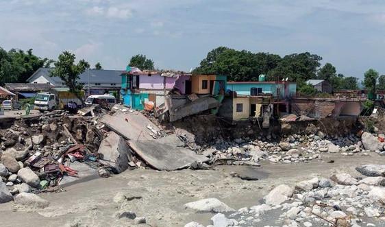 Lũ quét đổ bộ Ấn Độ, hàng chục người mất tích