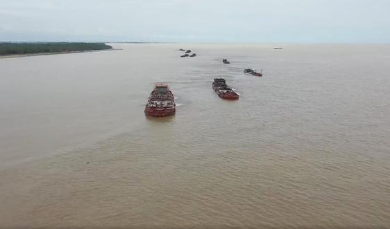 Nam Định: Bắt giữ 4 tàu khai thác cát trái phép tại huyện Nghĩa Hưng
