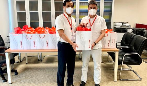 Công đoàn PV GAS trao tặng gần 200 phần quà hỗ trợ cán bộ hưu trí phòng chống dịch bệnh Covid-19