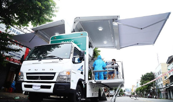 THACO tài trợ xe chuyên dụng tiêm chủng lưu động tại khu vực phong tỏa TP.Cần Thơ