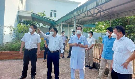 Nghệ An: Cảnh cáo Chủ tịch xã vì để người đang cách ly đi nhiều nơi