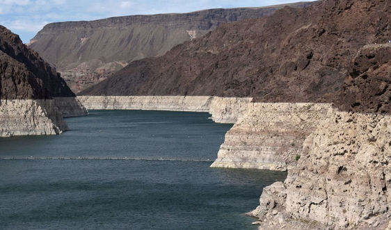 Hồ Mead ở Mỹ lần đầu tiên thiếu nước vì hạn hán