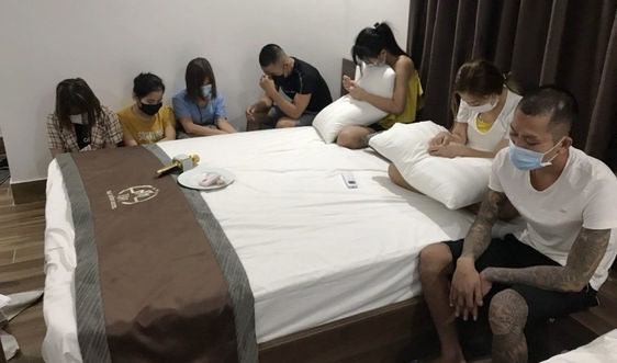 Hà Tĩnh: Bắt quả tang 7 đối tượng thuê khách sạn sử dụng ma túy giữa mùa dịch