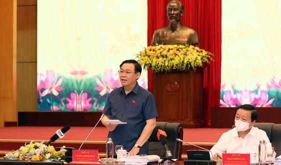 Hình ảnh Chủ tịch Quốc hội Vương Đình Huệ làm việcvới Bộ Tài nguyên và Môi trường