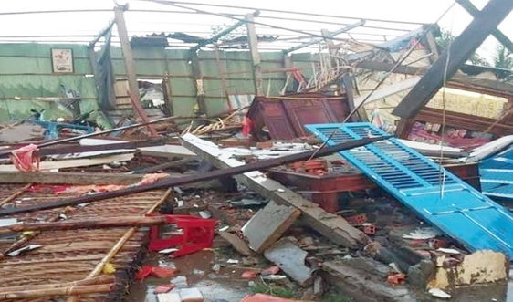 Bến Tre: Khẩn trương khắc phục thiệt hại do lốc xoáy và mưa lớn gây ra