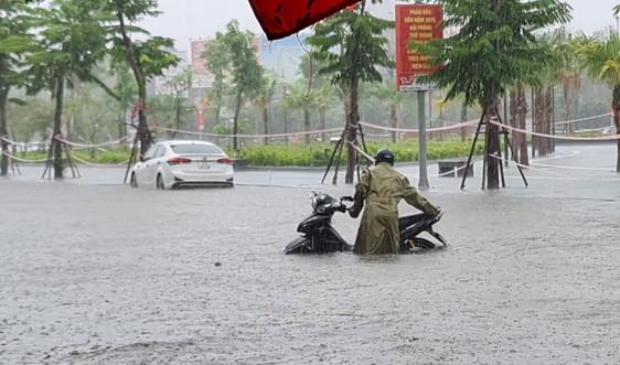 Hải Phòng: Mưa lớn kinh hoàng, hầu hết các tuyến phố chìm trong biển nước
