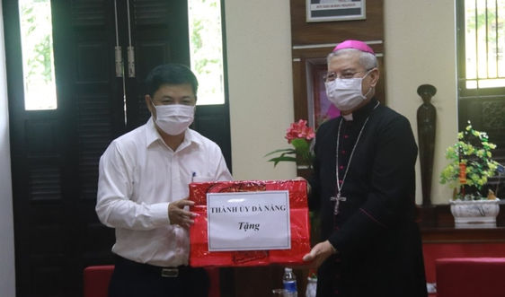 Thành ủy Đà Nẵng thăm, tặng quà các cơ sở tôn giáo