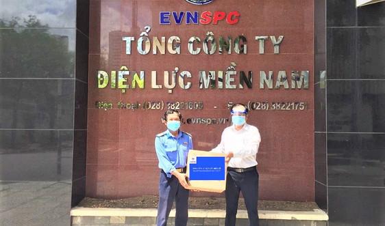 EVNNPC gửi tặng quà chia sẻ với đồng nghiệp khu vực phía Nam