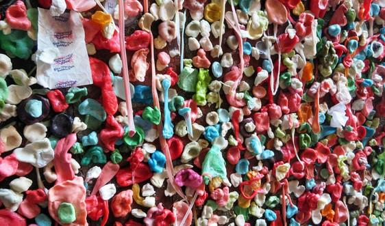 Bã kẹo cao su ảnh hưởng tới môi trường ra sao?