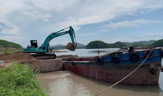 """Quảng Ninh: Nhiều cảng, trạm trộn bê tông không phép """"bức tử"""" vịnh Bái Tử Long"""