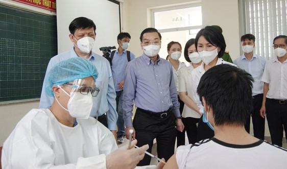 Hà Nội tổng lực xét nghiệm diện rộng và tiêm vắc xin phòng COVID-19