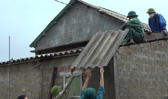 Quảng Trị: Bão số 5 khiến hàng chục nhà dân bị tốc mái, hàng trăm ha lúa gãy đổ