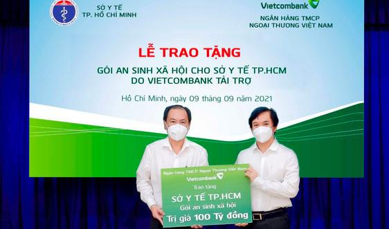 Vietcombank trao tặng gói an sinh xã hội 100 tỷ đồng cho Sở Y tế TP.HCM