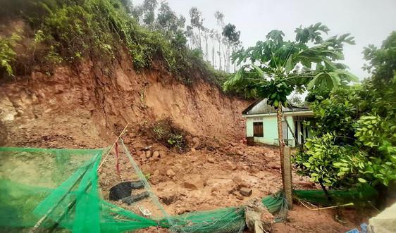 Thừa Thiên - Huế: Khắc phục sạt lở sau bão số 5