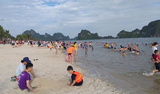 TP.Hạ Long mở lại bãi tắm và các dịch vụ thể thao, giải trí