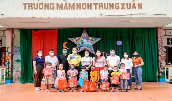 Thanh Hóa: Tặng quà cho học sinh miền núi, xã đảo nhân dịp Tết Trung thu