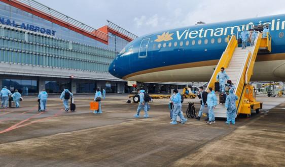 """Quảng Ninh: Sân bay Vân Đồn đón hơn 300 hành khách có """"hộ chiếu vắc- xin"""""""