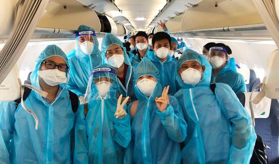 """Hơn 100 y, bác sĩ Bệnh viện Trung ương Huế vào TP.HCM """"chia lửa"""" chống COVID-19"""