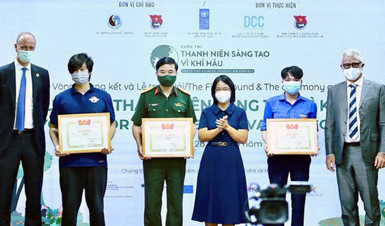 Điện Biên: Trung úy Biên phòng dựng hàng rào sinh học cho đồng bào DTTS từcây dâu tằm