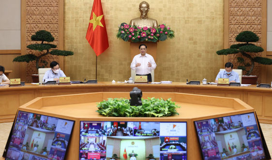 Thủ tướng yêu cầu khẩn trương hoàn thiện hai chiến lược lớn, sớm có chính sách kích thích kinh tế