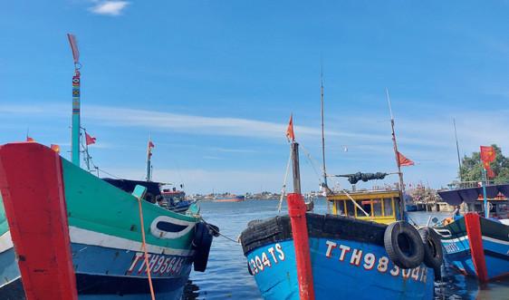 """Thừa Thiên - Huế: """"Cấm"""" tàu thuyền ra khơi từ chiều 6/10"""