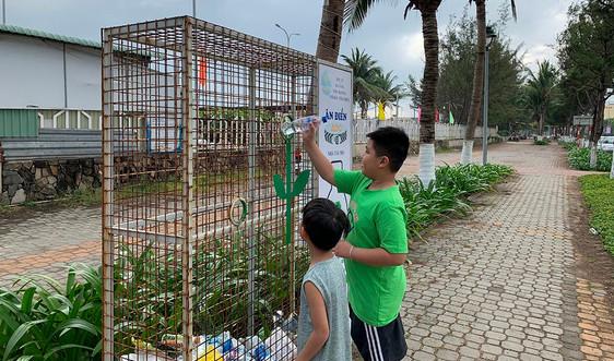 """Áo mới cho thùng sắt """"ăn"""" rác thải nhựa ở Đà Nẵng"""