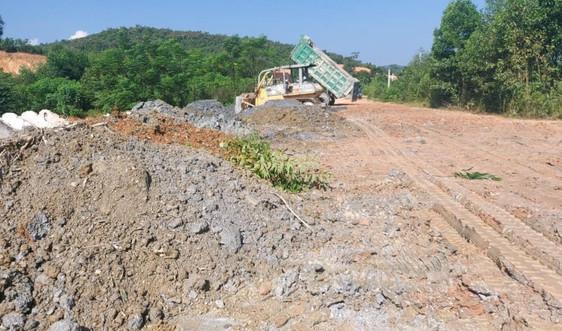 Nghệ An: Tổng Công ty 36 ngang nhiên đổ đất thải không đúng nơi quy định