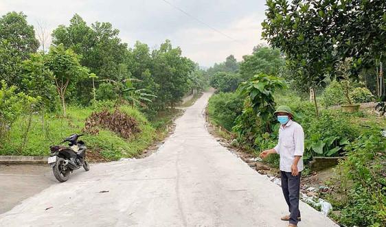 Quảng Ninh: Trưởng thôn tận tụy với công tác vận động hiến đất mở đường