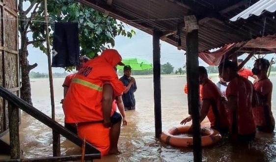 Gần 1.600 người sơ tán do bão Kompasu đổ bộ Philippines