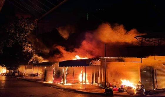 Hải Phòng: Cháy lớn thiêu rụi hàng trăm kiot tại chợ Núi Đèo, Thủy Nguyên