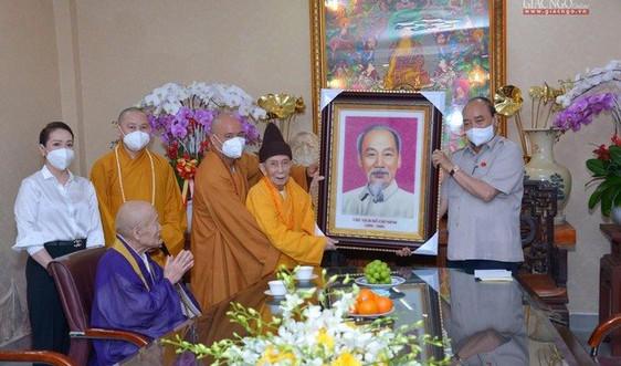 Chủ tịch nước Nguyễn Xuân Phúc thăm chùa Vĩnh Nghiêm