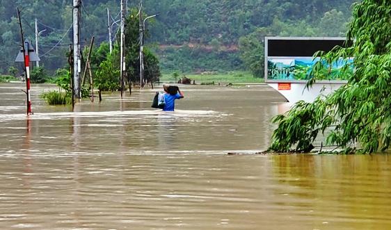 Đà Nẵng: Nhiều khu vực bị cô lập do mưa lớn