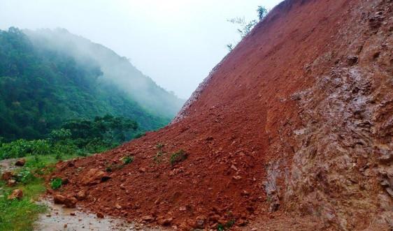 Nghệ An: Mưa kéo dài, nhiều tuyến đường ở miền núi tiếp tục sạt lở