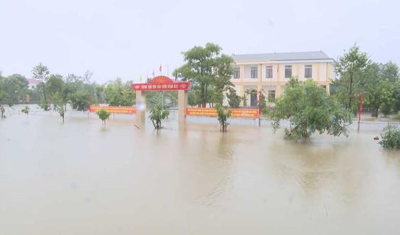 Hà Tĩnh: Hơn 75 trường cho học sinh nghỉ học do mưa lũ diễn biến phức tạp