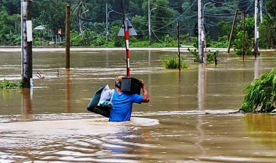 Đà Nẵng: Mưa lớn, nước sông Cu Đê dâng cao chia cắt giao thông