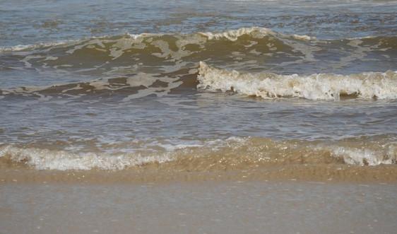 Quảng Ngãi: Tìm nguyên nhân nước biển Khe Hai đổi màu lạ