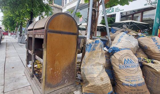 TP. Vinh (Nghệ An): Thùng rác công cộng trên phố đi bộ bị phá hoại