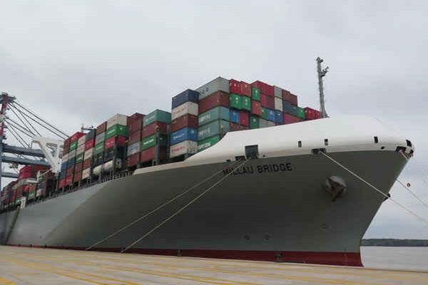 Cảng biển Việt Nam lần đầu tiên đón tàu container siêu lớn của Liên minh CKYHE
