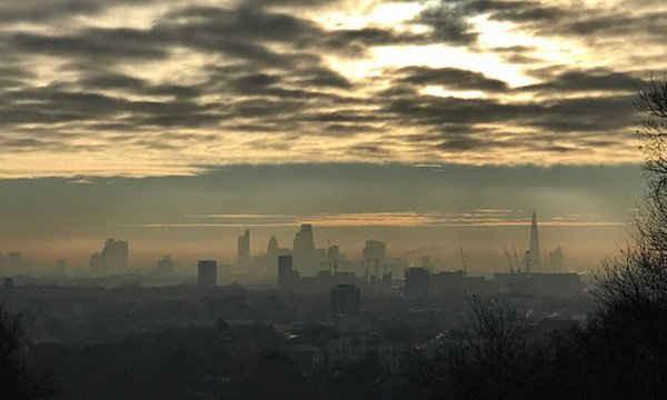 Thị trưởng London Sadiq Khan kích hoạt cảnh báo về ô nhiễm không khí