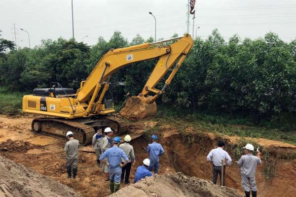 Đường ống nước sạch sông Đà rò rỉ làm hơn 100.000 hộ dân ảnh hưởng