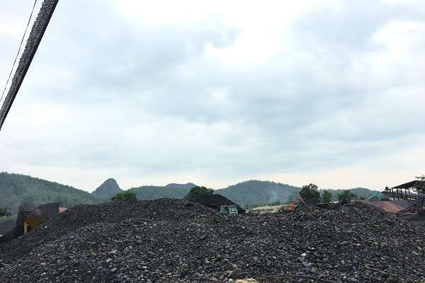 Vụ dân bức xúc vì bãi tập kết than gây ô nhiễm: Sử dụng đất không đúng mục đích?