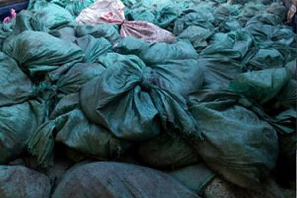 Lào Cai: Bắt giữ 7 thuyền chở 20 tấn khoáng sản lậu sang Trung Quốc