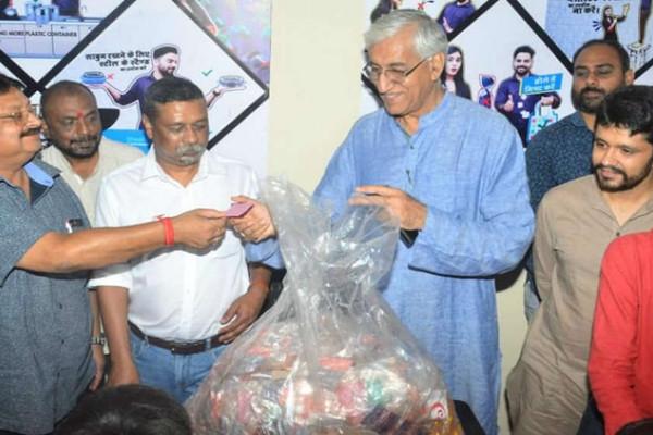 Quán cà phê đổi rác lấy thực phẩm ở Ấn Độ