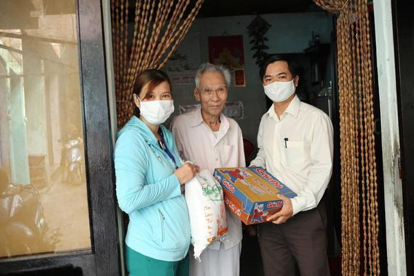 Đà Nẵng: Hỗ trợ người nghèo vượt qua khó khăn bởi dịch bệnh COVID-19