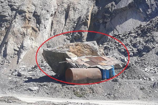 """Mỏ đá Cty Vật liệu 99 (Nghệ An): Tai nạn chết người, hiểm họa vẫn đang """"rình rập"""""""