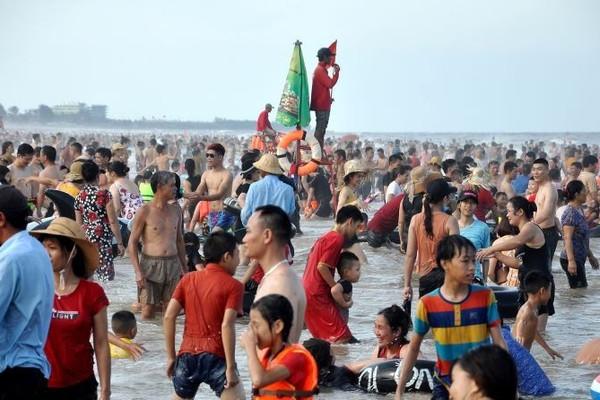 Hai du khách tử vong khi tắm biển Sầm Sơn