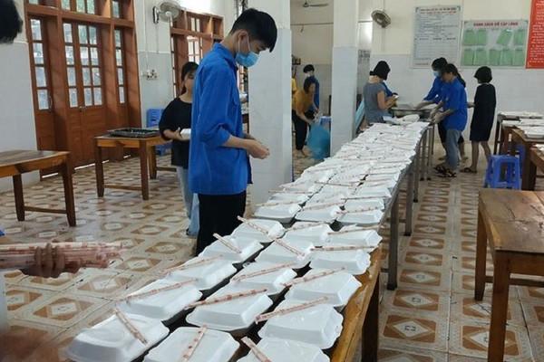 2.000 suất ăn miễn phí cho thí sinh thi THPT tại huyện biên giới Sốp Cộp