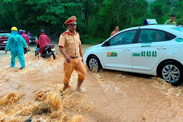 Quảng Nam: Nước lũ lại lên, khiến người dân trắng đêm ứng phó