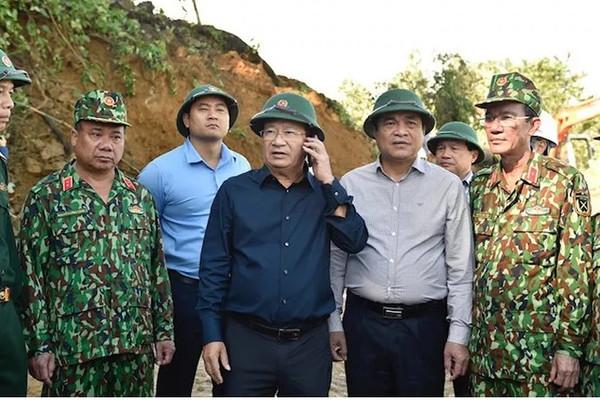 Thủ tướng gọi điện trao đổi với Phó Thủ tướng về sạt lở đất