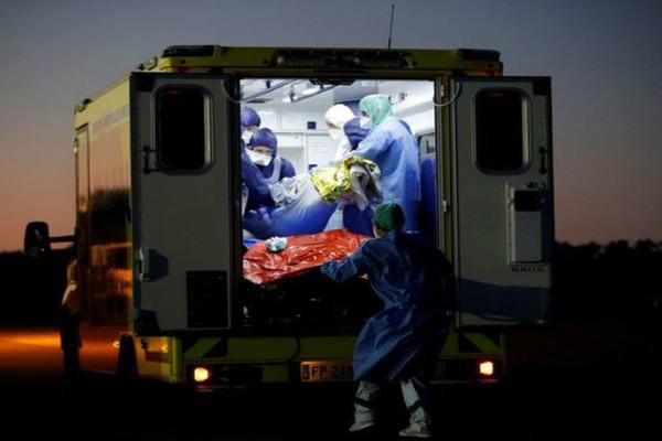 Pháp: Hơn 40.000 ca nhiễm COVID-19 mới
